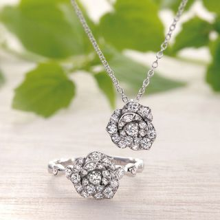 薔薇の指輪 薔薇のネックレス.jpg